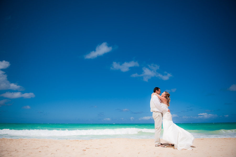 honolulu oahu hawaii wedding pictures on beach